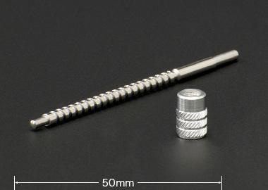 カーステレオ向け切削加工部品。微小な高精度加工が特徴