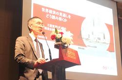 三菱東京UFJ銀行は「経済為替講演会」を開催。経済調査室の佐藤室長は、世界経済の先行きについて講演した=6月28日、ホーチミン市
