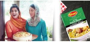 中パ両国の友好を象徴する食品大手シャンのテレビCM(左)と同社製品(同社ホームページなどより作成)