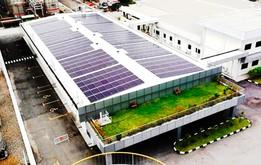 花王ペナングループの事務棟に設置した太陽光発電設備(花王提供)